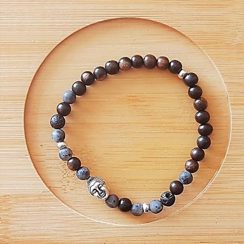 Le bracelet est porté avec de la Dumortiérite, de la pierre de lave et du bois de Santal foncé