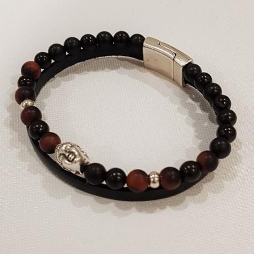 Le bracelet est porté avec de l'œil de Tigre rouge, et du bois de Santal foncé