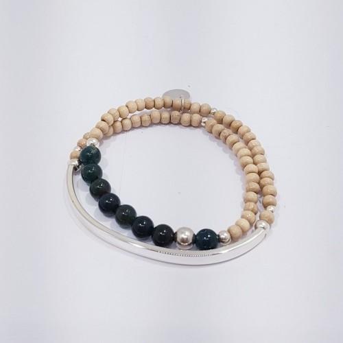 Le bracelet est présenté avec de l'Agate vert veine