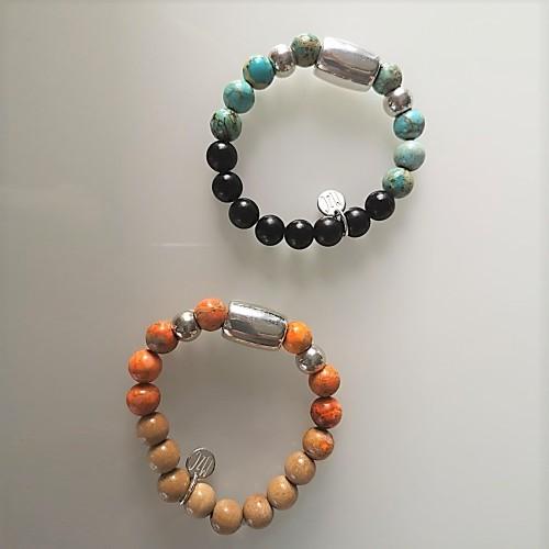 En haut, le bracelet est présenté avec de la Jaspe impression turquoise. En bas, avec de la Jaspe impression orange