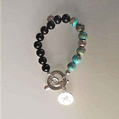 Le bracelet est présenté avec de la Jaspe impression turquoise