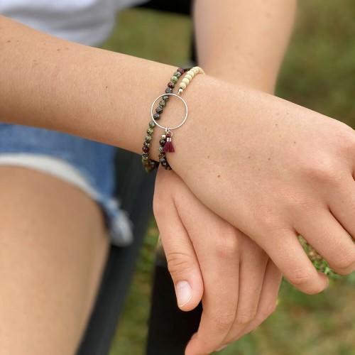 Le bracelet est porté avec de la Serpentine