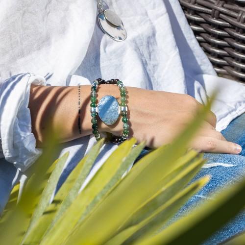 Le bracelet est porté avec de l'Agate mousse
