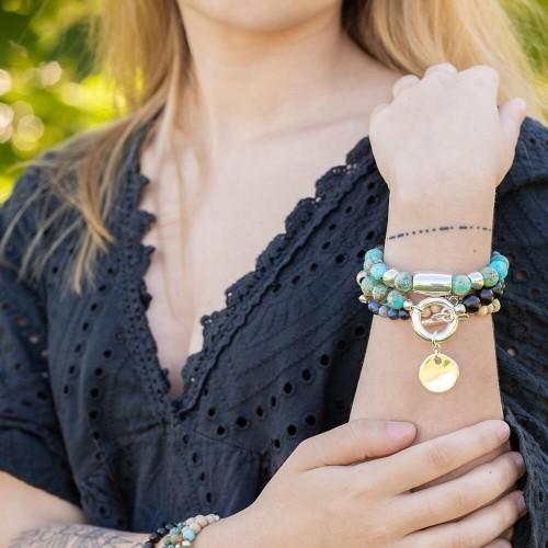 Le bracelet (haut sur la photo) est porté avec de la Jaspe impression Turquoise