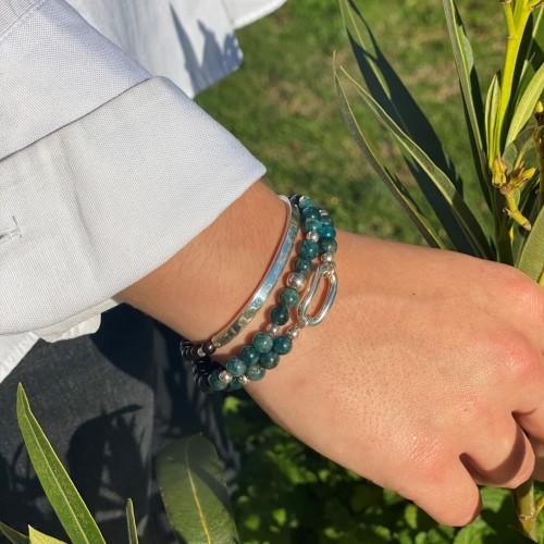 Le bracelet est porté avec de l'Apatite